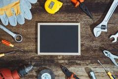 Día del Trabajo Herramientas de la construcción con el espacio de la copia fotografía de archivo