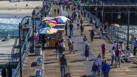 Día emocionante de Santa Monica Pier almacen de video