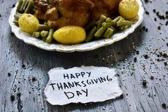 Día feliz de la acción de gracias del pavo y del texto de la carne asada Fotos de archivo