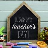 Día feliz de los profesores del texto en una pizarra foto de archivo libre de regalías