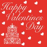 Día feliz del ` s de la tarjeta del día de San Valentín en las letras blancas con la torta y pequeños corazones alrededor en fond Fotografía de archivo