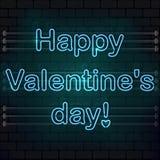 Día feliz del `s de la tarjeta del día de San Valentín La señal de neón azul en una pared de ladrillo Fotografía de archivo libre de regalías