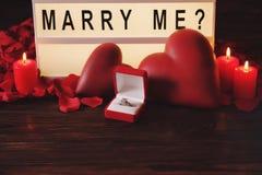 Día feliz del ` s de la tarjeta del día de San Valentín/usted me casará concepto Fraseología, letras, caligrafía, fuente fotos de archivo libres de regalías