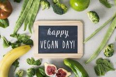 Día feliz del vegano de las verduras, de la fruta y del texto fotos de archivo