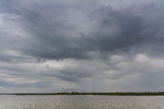 Día gris en el agua Fotografía de archivo libre de regalías