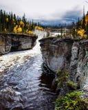 Día hermoso de la caída en el río fotografía de archivo libre de regalías