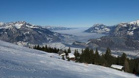 Día hermoso del esquí en el área Pizol del esquí Fotos de archivo libres de regalías