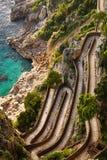 Día hermoso del otoño en vía Krupp, isla de Capri, Italia fotos de archivo