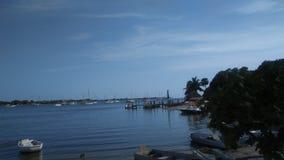Día hermoso en el enchufe del puerto deportivo Fotografía de archivo