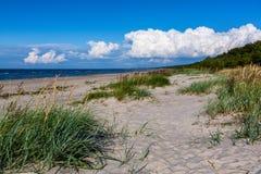 Día hermoso en la playa arenosa Fotografía de archivo libre de regalías