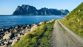 Día hermoso en las islas de Lofoten en el verano, Noruega septentrional, Escandinavia, Europa Imagen de archivo