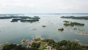 Día impresionante en el archipiélago por punto de vista de los abejones en el golfo de Finlandia metrajes