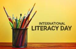 Día internacional de la instrucción Escuela inmóvil en cesta en Woode imagenes de archivo
