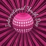 Día internacional de la juventud 12 bolas de August Mirror o tierra del planeta, con los rayos, fondo carmesí del grunge Imagen de archivo