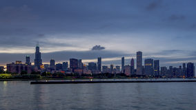 Día a la transición de la noche del horizonte de Chicago almacen de video