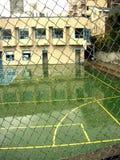 Día lluvioso de la cancha de básquet al aire libre Fotos de archivo libres de regalías