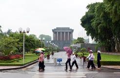 Día lluvioso en el mausoleo de Ho Chi Minh   Imágenes de archivo libres de regalías