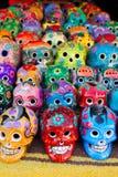 Día mexicano de los cráneos aztecas del colorido muerto