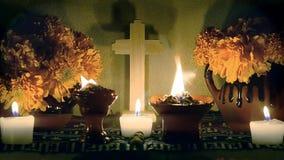 Día mexicano del enfoque-hacia fuera lento del altar muerto Dia de Muertos almacen de video