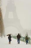 Día nevoso raro en París Fotos de archivo libres de regalías