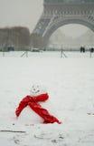 Día nevoso raro en París Imagen de archivo libre de regalías