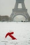 Día nevoso raro en París Imágenes de archivo libres de regalías