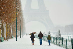 Día nevoso raro en París Foto de archivo libre de regalías