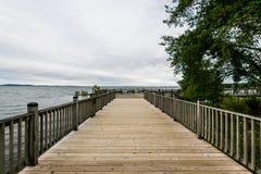 Día nublado caliente en Havre De Grace, Maryland en el paseo del tablero foto de archivo