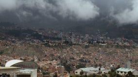 Día nublado de Timelapse de la ciudad de Bolivia, La Paz almacen de metraje de vídeo