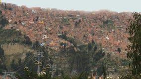 Día nublado de Timelapse de las colinas de la ciudad de Bolivia, La Paz almacen de metraje de vídeo