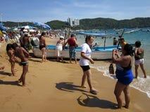 Día ocupado en la playa en México Foto de archivo libre de regalías