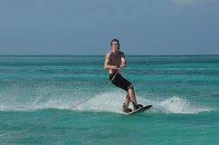 Día perfecto Wakeboarding en aguas del Caribe imagen de archivo