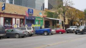 Día que establece el tiro de barras y de restaurantes en Austin metrajes