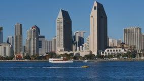 Día que establece el tiro de San Diego Skyline de la isla de Coronado almacen de video