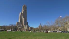 Día que establece la catedral del tiro del aprendizaje en Pitt Campus almacen de metraje de vídeo