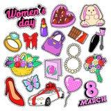 Día sistema de elementos para mujer del 8 de marzo con las flores y los cosméticos para las etiquetas engomadas, insignias, remie Foto de archivo libre de regalías