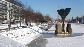 Día soleado de febrero en el ` de la armonía del ` de la fuente Turku, Finlandia metrajes