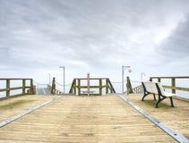 Día soleado de madera de la agua de mar de la turquesa del embarcadero, Long Beach Fotos de archivo libres de regalías