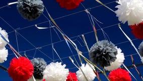 Día soleado del verano de los terraplénes del día de fiesta de la decoración de la calle almacen de video