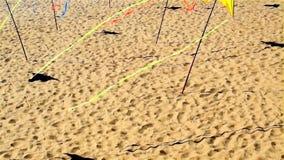 Día soleado del verano de los terraplénes del día de fiesta de la decoración de la calle metrajes