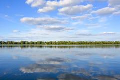 Día soleado en el Mazury azul Imagen de archivo