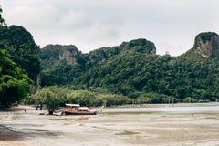 Día soleado en la playa del Ao Nang Imagen de archivo