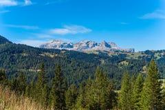 Día soleado en montañas italianas Imágenes de archivo libres de regalías