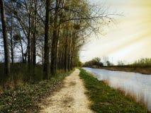 Día soleado hermoso al lado de un lago Fotografía de archivo