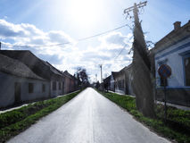 Día soleado hermoso en un pueblo Foto de archivo libre de regalías