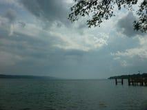 Día tempestuoso en el lago Fotos de archivo libres de regalías