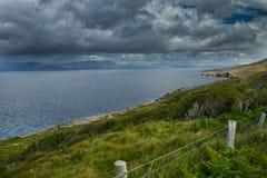 Día tempestuoso en la bahía de Bantry fotografía de archivo