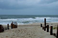 Día tempestuoso en la playa Fotografía de archivo