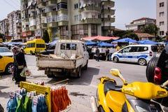 Día turco tradicional del bazar en la ciudad de Cinarcik Foto de archivo libre de regalías