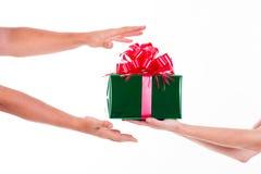 Días de fiesta, celebraciones, presente, la Navidad, concepto del Año Nuevo Cl Imágenes de archivo libres de regalías